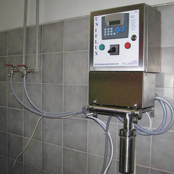 Rinsing system for tanks