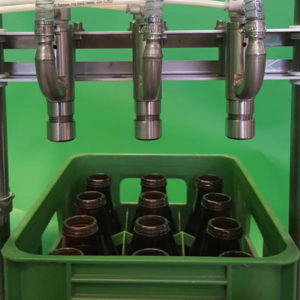Bottle filler with crate conveyor